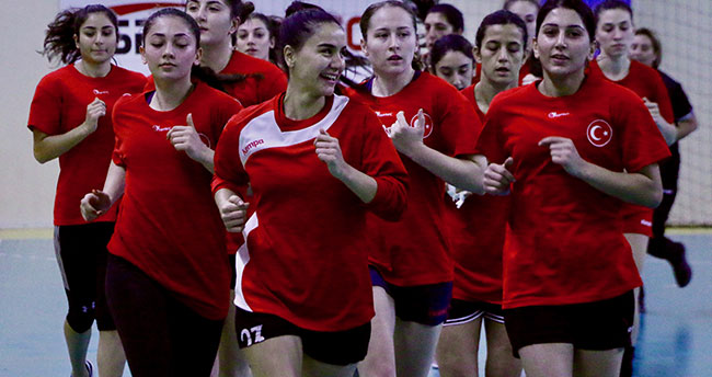 A Milli Kadın Hentbol Takımı hazırlıklarına başladı