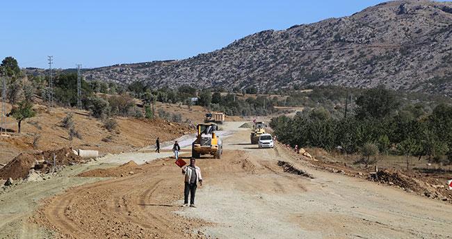 Hadim'de yol asfaltlama çalışmaları devam ediyor