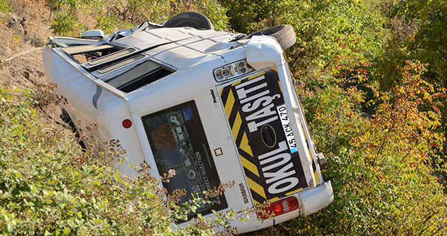 Freni patlayan öğrenci servisi şarampole yuvarlandı: 7 yaralı