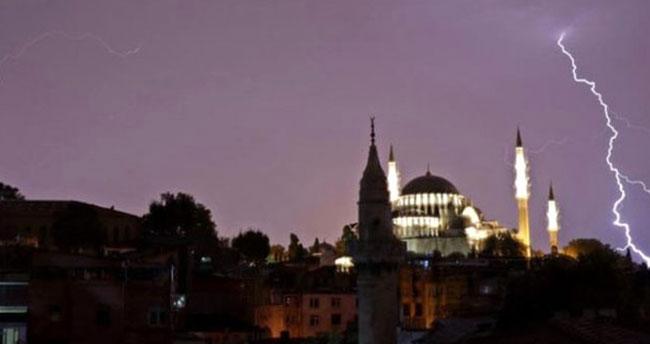 Bir uyarı da İstanbul Valiliği'nden: Gece saatlerinde sağanak yağış bekleniyor