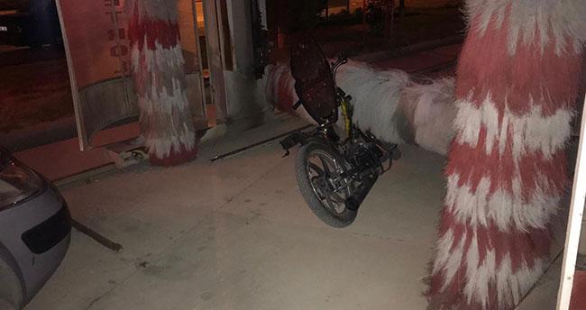 Konya polisi motosiklet hırsızlarını oto yıkamacıda yakaladı