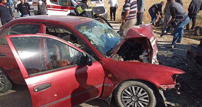 Konya'da feci kaza: İki otomobil çarpıştı: 2 ölü, 3 yaralı