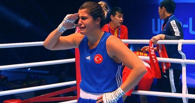 Busenaz Dünya Şampiyonu oldu! Gözyaşlarıyla asker selamı verdi