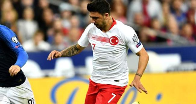 Ozan Tufan, Türkiye maçındaki performansıyla çok eleştirildi