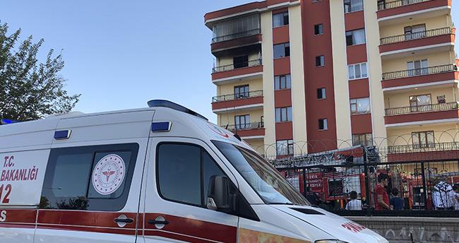 Apartmanda çıkan yangında 7 kişi dumandan etkilendi
