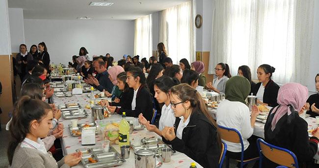 Konya'da öğrenciler askerler için bin 400 Fetih Suresi okudu
