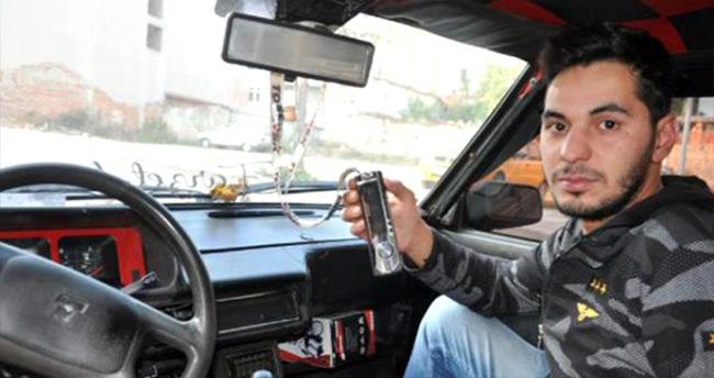 Hırsızlardan teybini çalamadıkları otomobilin sahibine şoke eden mesaj: İntikam yeni başladı