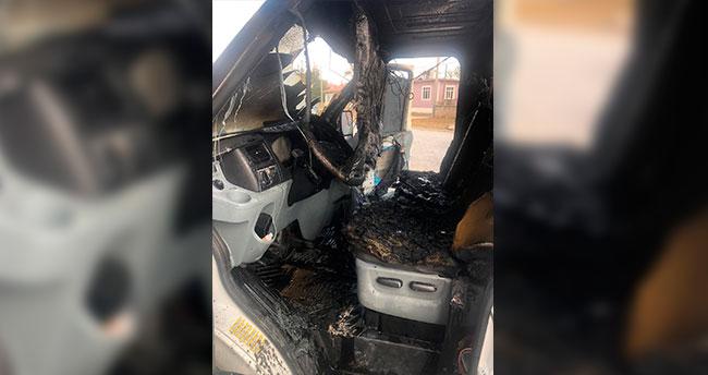 Konya Kulu'da kamyonet park halinde yandı