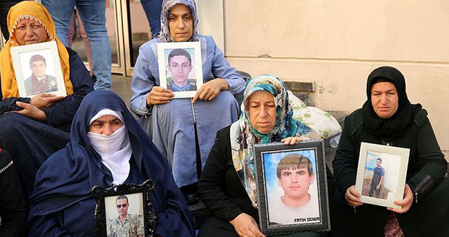 HDP önündeki ailelerin eylemi 53'üncü gününde .