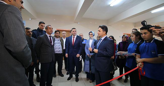 Seydişehir Mahmut Esat Ortaokulu'na kütüphane açıldı