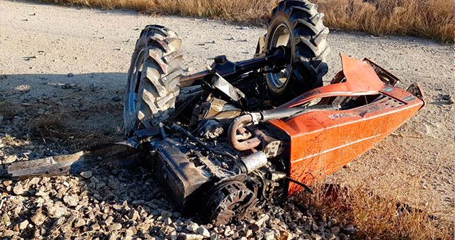 Konya'da tren traktöre çarptı