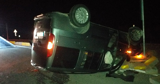 Konya'da hafif ticari araç devrildi: 3 yaralı