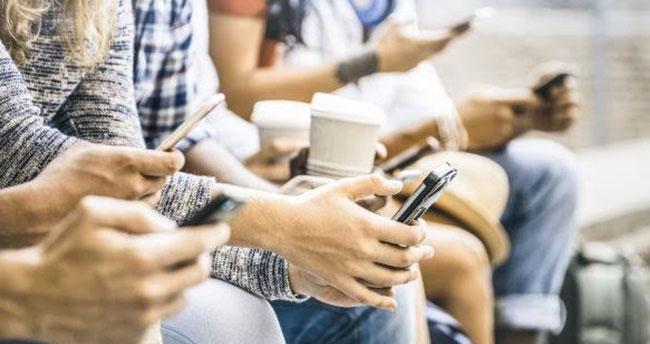 """Üniversiteliler interneti """"yalnız"""" oldukları için kullanıyor"""