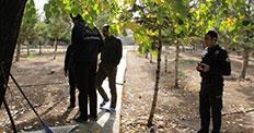 Karaman'da cami bahçesine toprağa gömülü tabanca bulundu