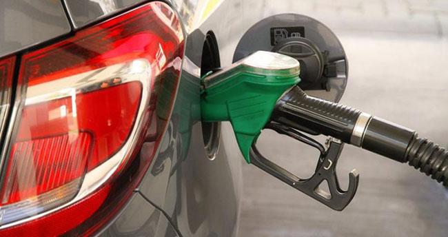 Benzine zam İran sokaklarını karıştırdı!