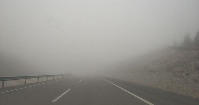 Afyonkarahisar- Konya yolunda sis etkili oldu