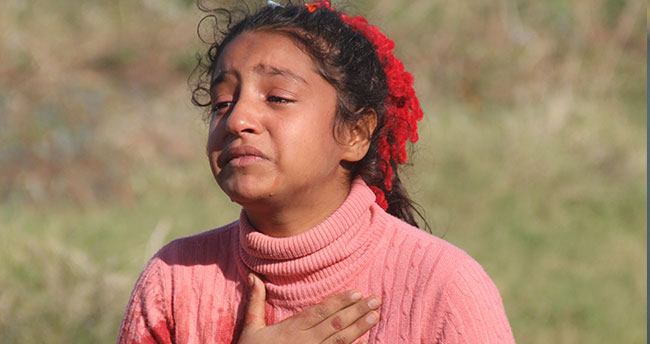 """Kardeşini kazada kaybeden kız çocuğu """"Annesizlik böyle bir şey"""" diye ağladı"""