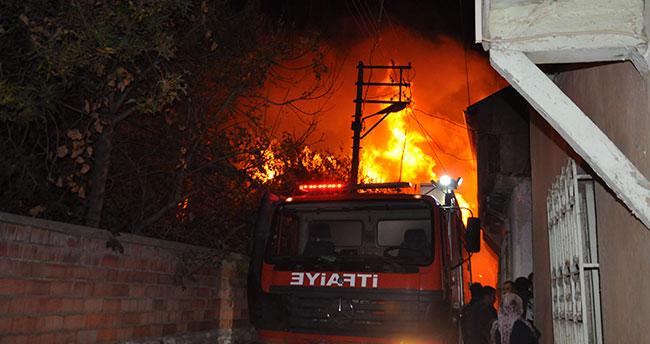 Konya'da metruk binada yangın