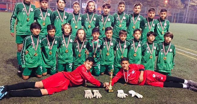 Konyaspor U13 takımı Kocaeli'de şampiyon oldu