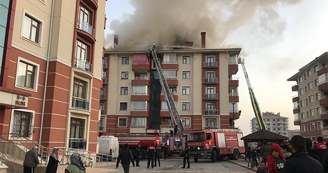 Konya'da apartmanın çatı katında çıkan yangın maddi hasara neden oldu