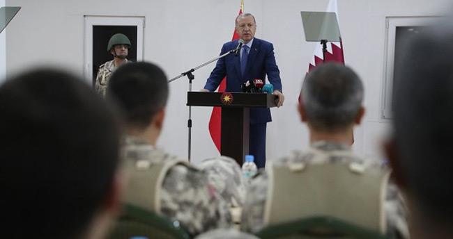 Katar'daki Türk birliğinden ilk görüntüler! Başkan Erdoğan Halid bin Velid Kışlası'nı ziyaret etti