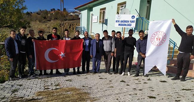 Konya'da KYK öğrencileri sağlık ocağını boyadı