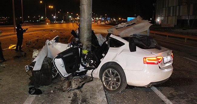 Karaman-Konya younda otomobil yön levhasına ok gibi saplandı: 1 ölü!