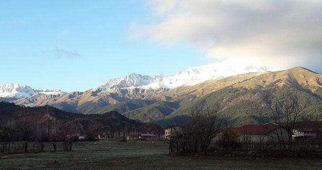 Konya'da bulunan Anamas Dağı'nın zirvesi beyaza büründü