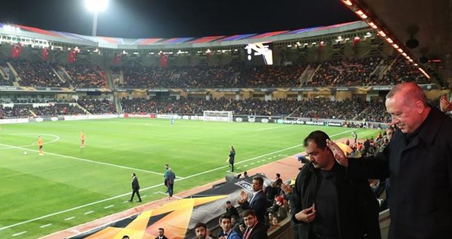 Başkan Erdoğan, Medipol Başakşehir-Roma maçını canlı izledi