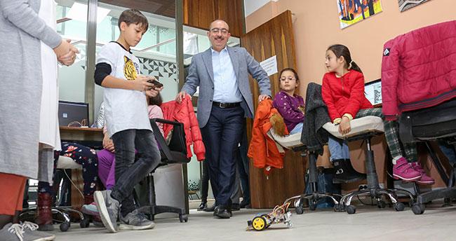 """Başkan Kavuş: """"Kursiyer Gençleri ve Eğitimlerini ziyaret etti"""