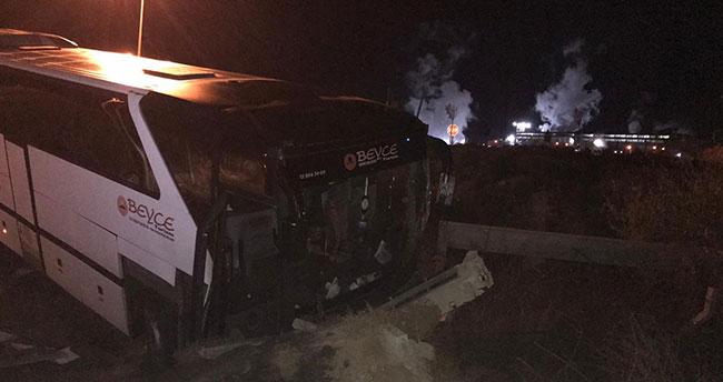 Bursaspor taraftarlarını taşıyan otobüs Konya'da kaza yaptı: 19 yaralı