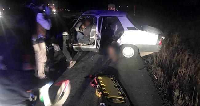 Konya'da otomobil traktöre bağlı römorka çarptı: 2 ölü, 2'si çocuk 3 yaralı