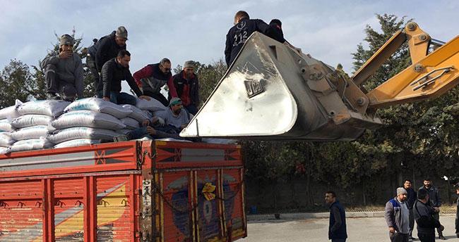 Konya'da ayağı kırılan işçiye sağlık görevlilerinden kepçeli müdahale