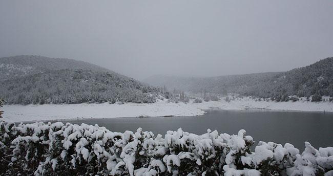 Konya'nın bu ilçesinde kar bereketi! Beyaza büründü