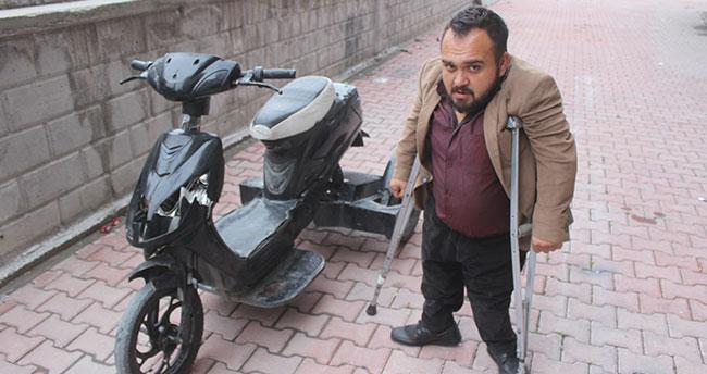 Konya'da yürüme engelli vatandaşın elektrikli bisikletini kırdılar