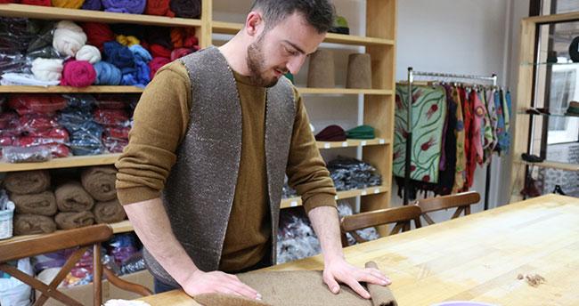 Konya'da keçe ustasının ürünlerine yoğun ilgi