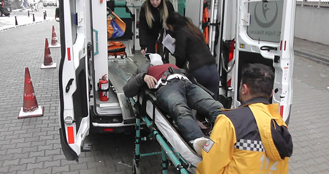 Konya'da bariyere çarpan otomobil takla attı: 1'i ağır 3 yaralı