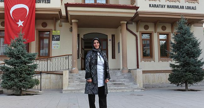 Konya'da yaşayan kadının alkışlanacak eğitim azmi! Kat görevlisi olarak çalıştığı kurumun müdürü oldu