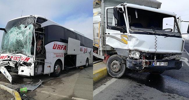 Ankara Konya yolunda yolcu otobüsü kamyonla çarpıştı: 2 yaralı