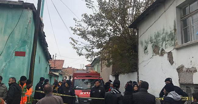 Çevre ve Şehircilik Bakanlığı ekiplerinden Konya'da çöken binaya inceleme