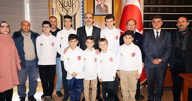 Başkan Altay, Dünya Robot Yarışmasına katılacak öğrencileri tebrik etti