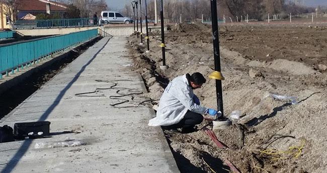 Konya'da hırsızlar aydınlatma direklerindeki 45 bin liralık elektrik kablolarını çaldı