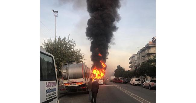 Aydın'ın Efeler ilçesinde servis aracı bomba gibi patladı