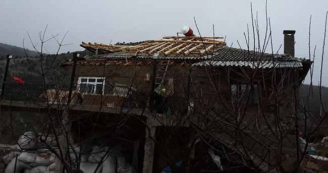 Konya'da şiddetli rüzgar evin çatısını uçurdu