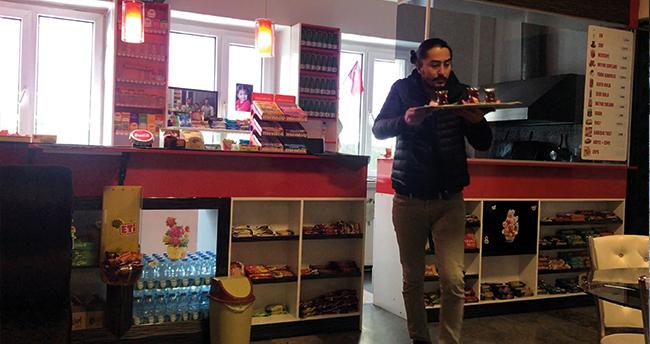Konya'da çaycılık yaptığı Devlet Tiyatrosuna müdür oldu