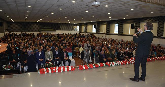 "Çumra'da ""Bilinçli Aile, Duyarlı Genç"" konulu konferans düzenlendi"