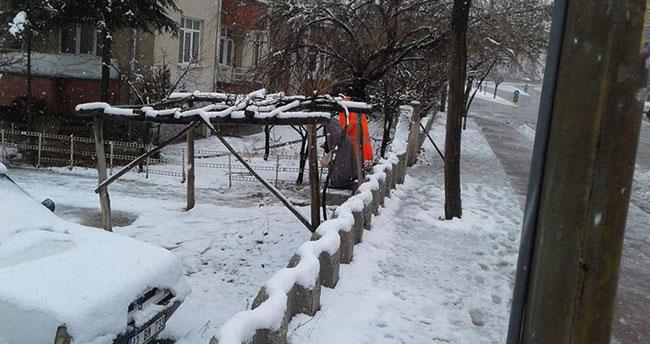 Günün fotoğrafı Konya'dan! Belediye personelinden alkışlanacak hareket