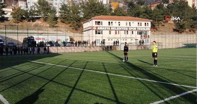 Amasya'da Hakem İstiklal Marşı'nın okunduğunu duyunca maçı durdurdu