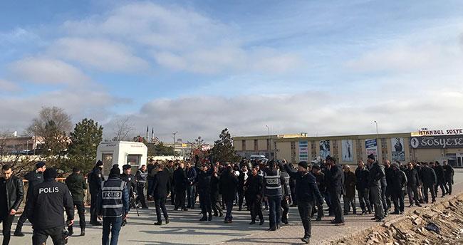 Konya'da nakliyeciler yol kapattı! Polis müdahale etti
