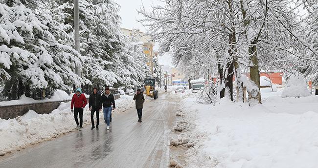 Konya'nın yüksek kesimlerinde kar etkili oluyor! Hadim'de okullar yine tatil…